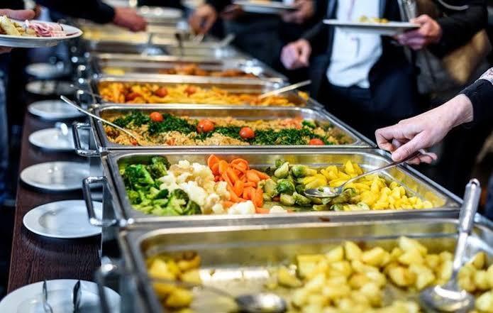 Cewek Ini Makan Di Acara Nikah!! Belum Selesai Udah Diambil, Kamu Pernah Ngerasain?
