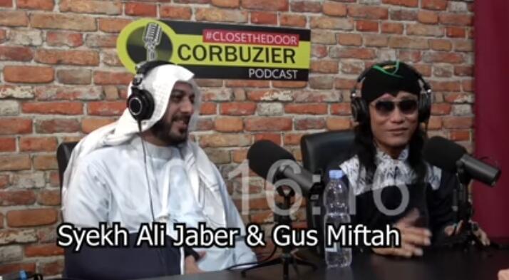 Dibalik Kisah Romantis Syekh Ali Jaber Bersama Sang Istri