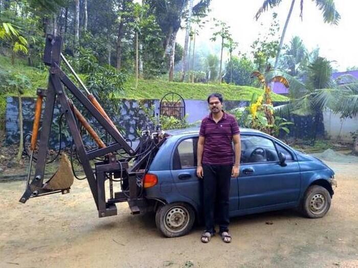 Selagi Masih Bisa Dipake, Mobil Jadul ini Diubah Jadi Eskavator!