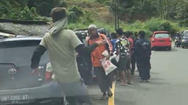 Viral Bantuan untuk Korban Gempa Dirampas, Mensos: Itu Bukan Penjarahan