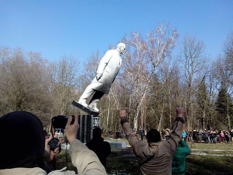 Patung Lenin. Tersebar dimana-mana dan membawa banyak kontroversi