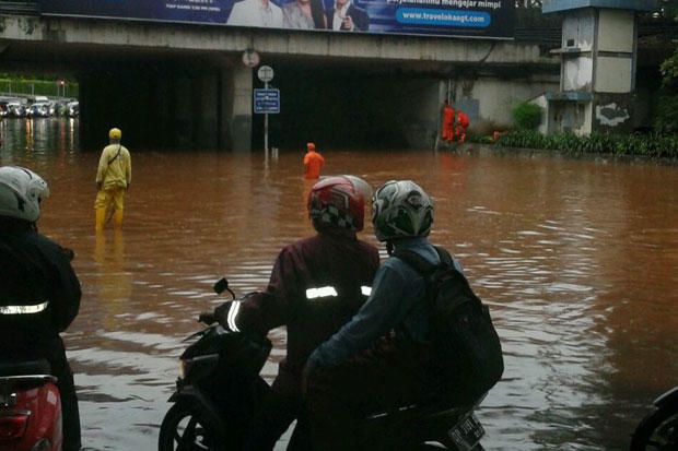 Biar Jakarta Banjir Kabel Rumah Pompa Dipotong, Netizen: Upaya Menjatuhkan Anies