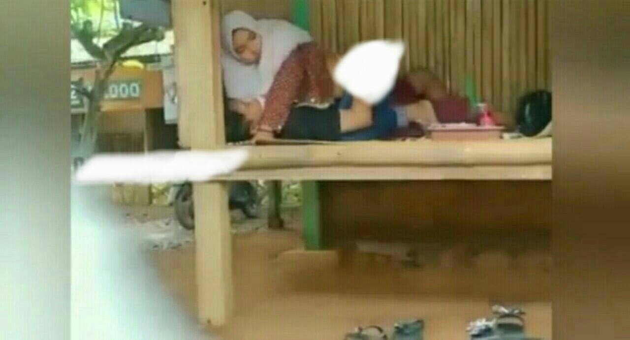 Viral Video Mesum Sejoli Di Gazebo Viral Video Mesum 3 Menit Sejoli Remaja Di Gazebo Bambu Viral Video Mesum Sejoli Di Tempat Wisata Yang Disakralkan
