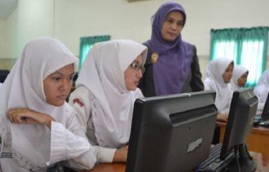 Viral, Video Siswi Non Muslim SMKN 2 Padang Dipaksa Pakai Jilbab