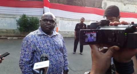 Dihina Gorila, Natalius Pigai: Rasis, Menteri Jokowi Tak Ada dari Papua!