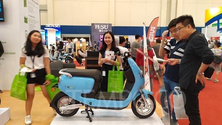 Pilih Sepeda Atau Mobil Listrik?