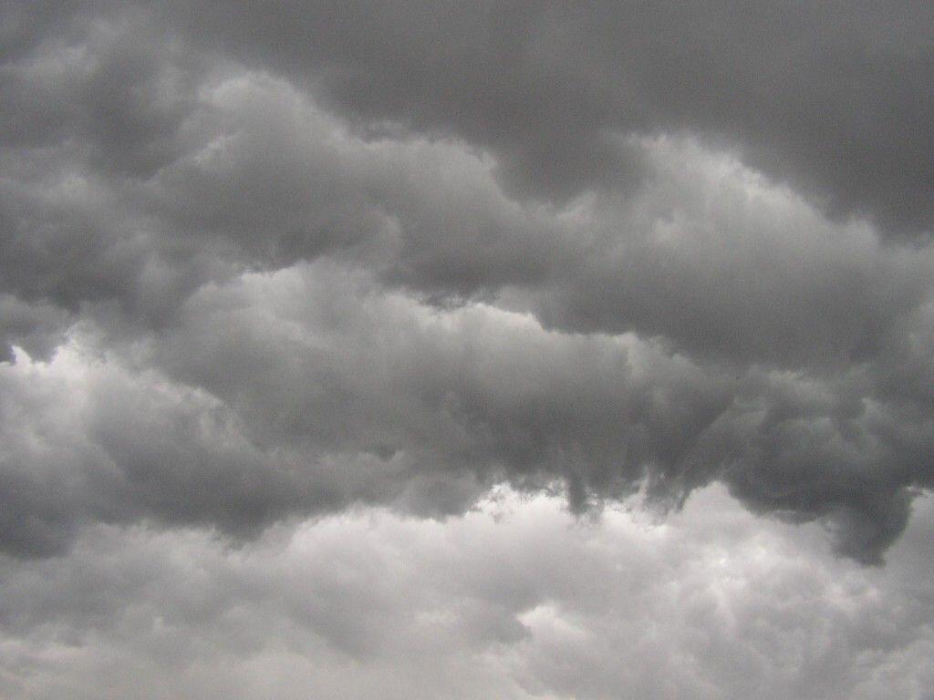 Ternyata Ini Alasannya Kenapa Awan Sebelum Hujan Berwarna Abu-Abu Atau Gelap