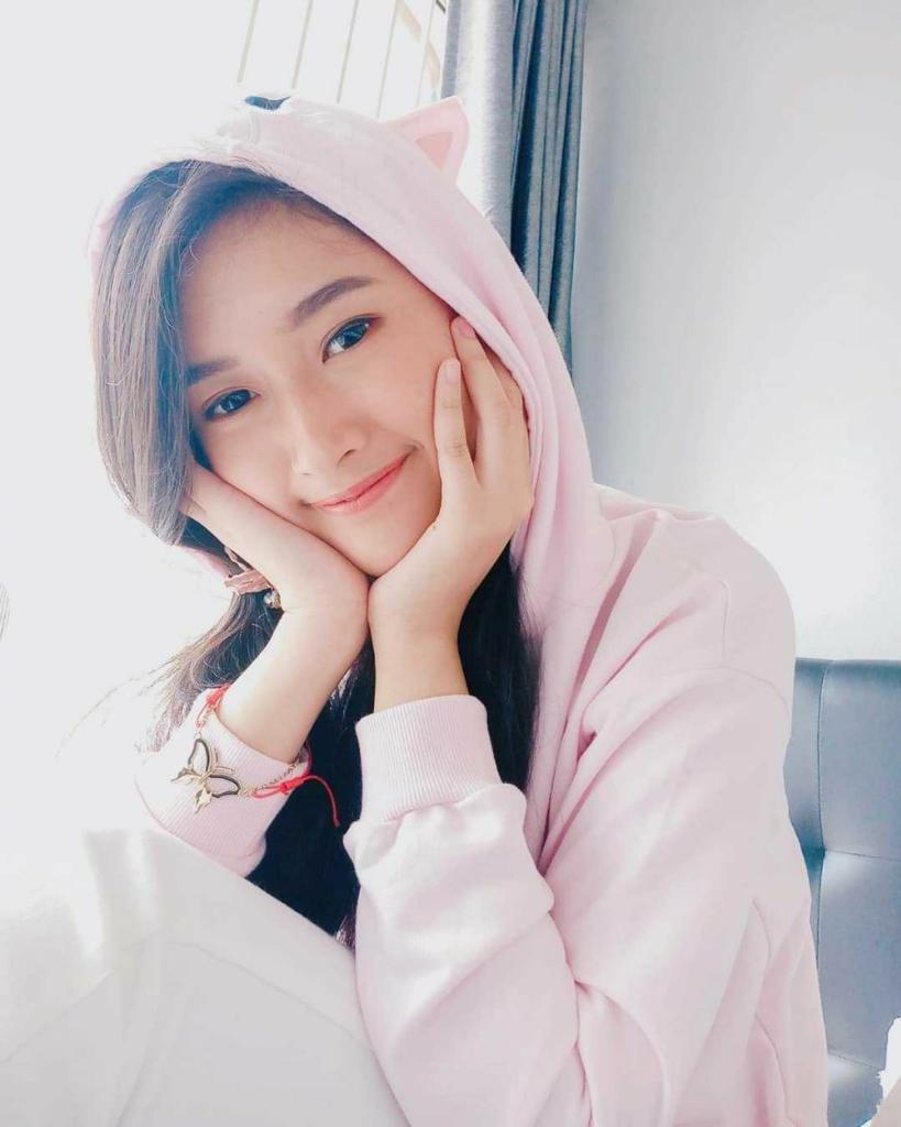 10 Potret Manis Cindy Monika, Gamer Cantik yang Jadi Miss Indonesia