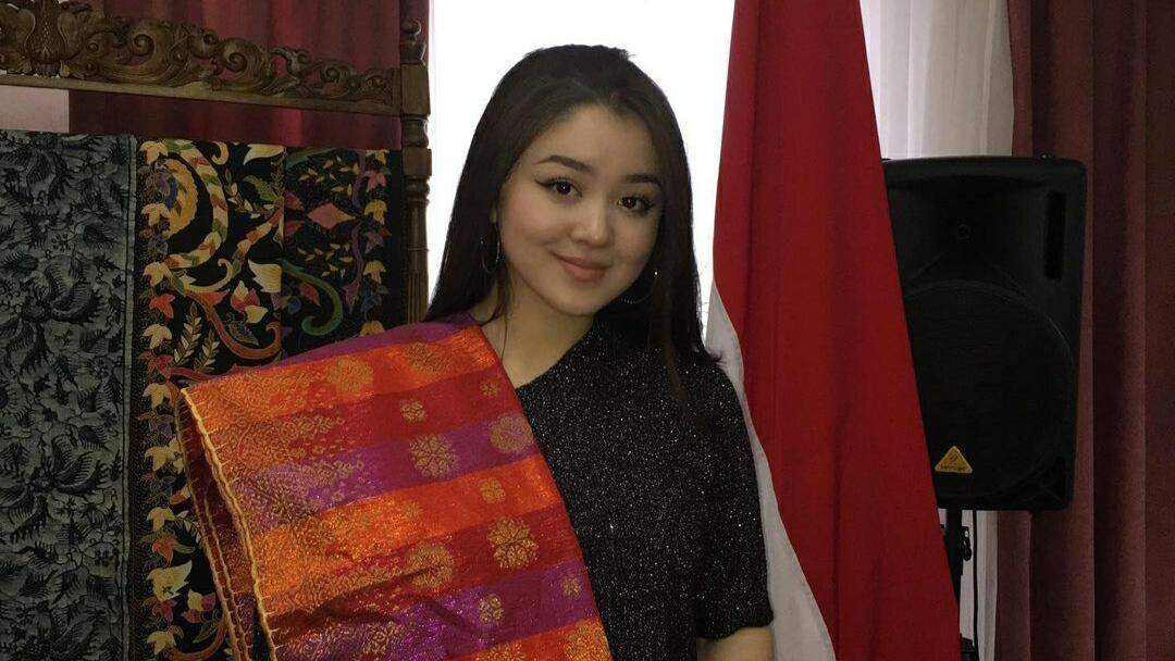 KISAH CINTA PEREMPUAN KAZAKHTAN YANG JATUH HATI PADA YOUTUBER INDONESIA