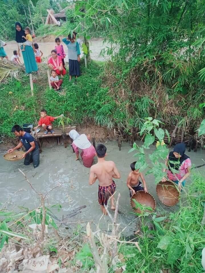 Deretan Kegiatan Unik Yang Dilakukan Di Kampung Saat Musim Hujan, Nomor 5 Paling Seru
