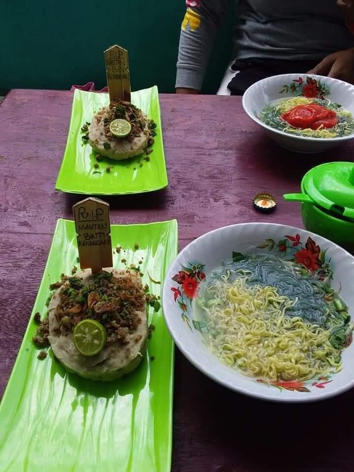 Saat Menikmati Kuliner Bakso Kuburan Mantan, Apa yang Terlintas di Benak Agan?