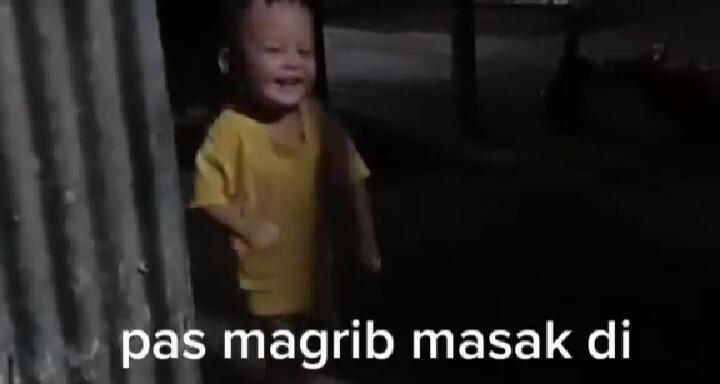 Viral Video Bocah Tertawa Sendiri di Luar Rumah Saat Maghrib! Ulah Makhluk Ghaib?