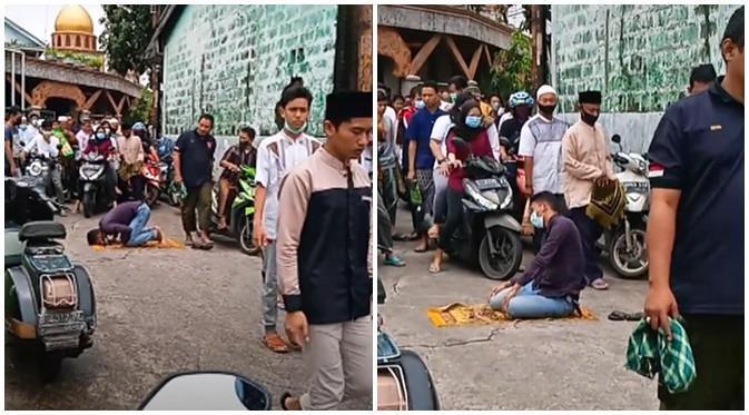 Viral Video Pria Salat di Tengah Jalan, Aksi Warga Sekitar Jadi Sorotan