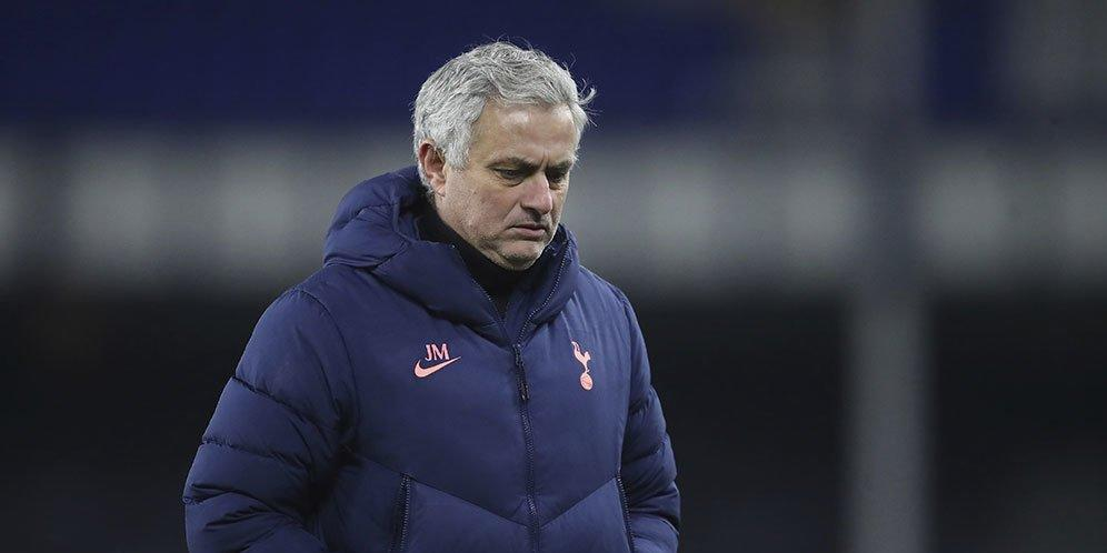 Peforma Hotspur Jeblok, Layakah Pelatih ini Jadi Pengganti Mourinho?