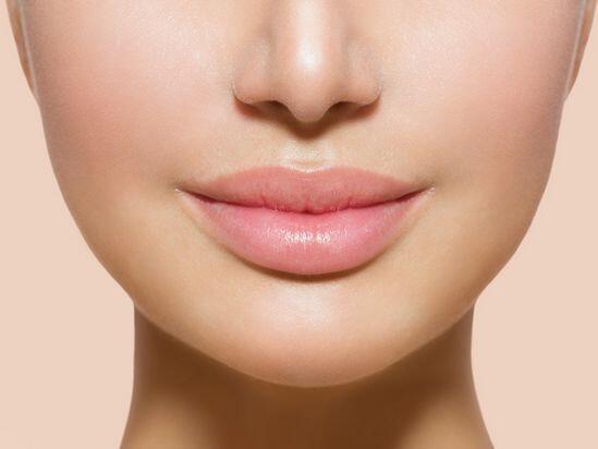 5 Bahan Alami Ini Bisa Bantu Atasi Bibir Gelap, Lho! Yuk, Coba!