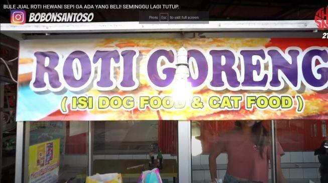 Bule di Bali Jualan Roti Goreng Isi Makanan Anjing dan Makanan Kucing