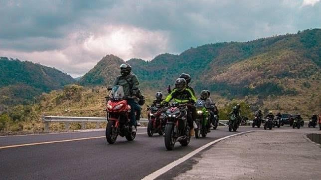 Touring Dengan Motor Enak Sendiri Atau Rame-Rame?