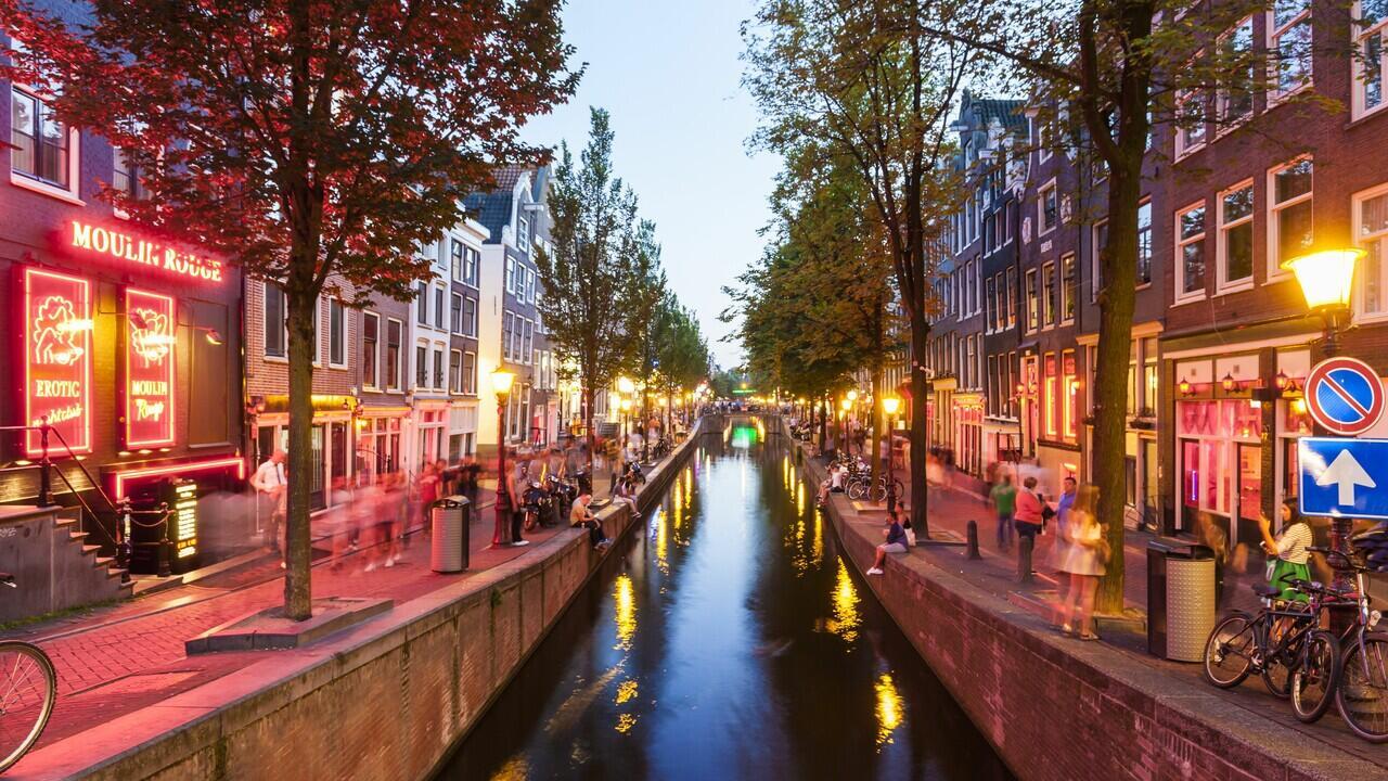 De Wallen, Tempat Wisata di Belanda Yang EHMMMMMM Pasti Agan-Agan Suka Deh
