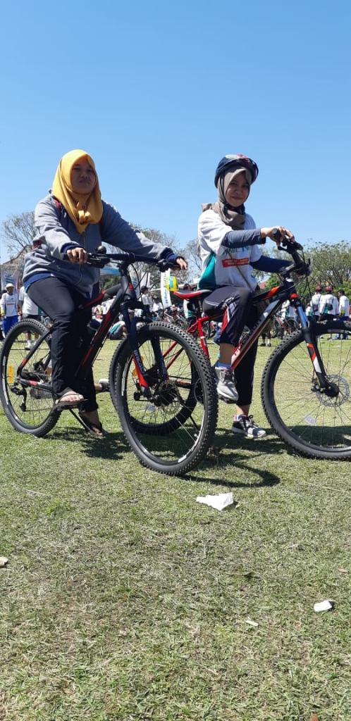 Gowes dengan Sepeda Gunung, Olahraga Sekaligus Menikmati Pemandangan Alam
