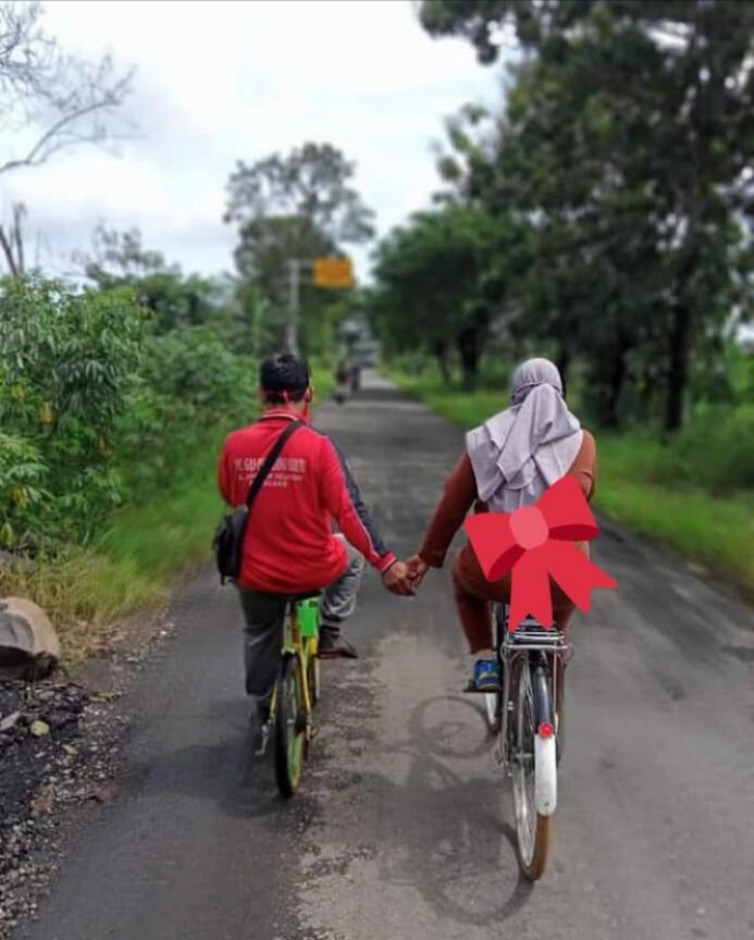 Gowes Pagi Dengan Sepeda Onthel? Ane Banget, nih. Santuy Bareng Keluarga Tersayang.