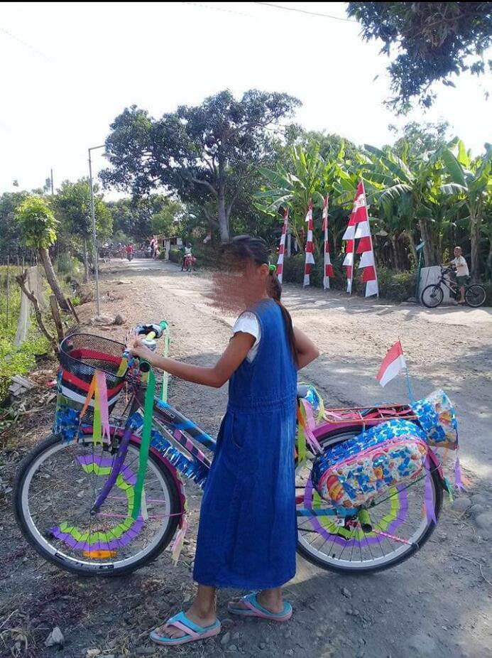 Sepeda Keranjang Setia Menemani Hari-Hari Ane. Cewek Banget Emang!