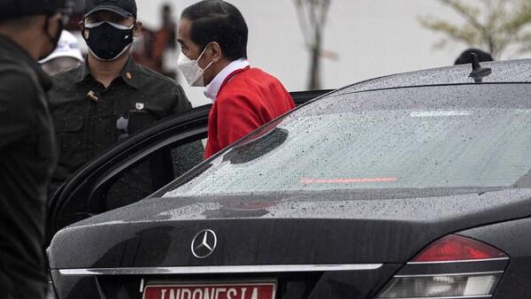 Jokowi Gaungkan Benci Produk Asing, Ekonom: Mulailah dari Mobil Kepresidenan