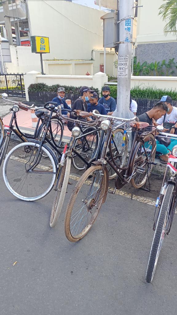 Jember Onthel Komunitas Sepeda Antik Yang Saya Ikuti