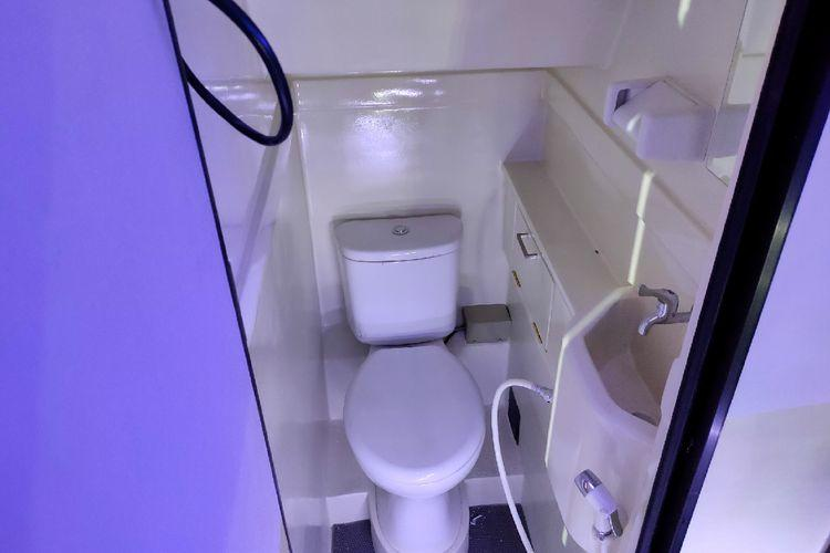 Mulai Dari Sistem Pembuangan Sampai Suplai Air, Inilah 6 Fakta Unik Toilet Bus AKAP