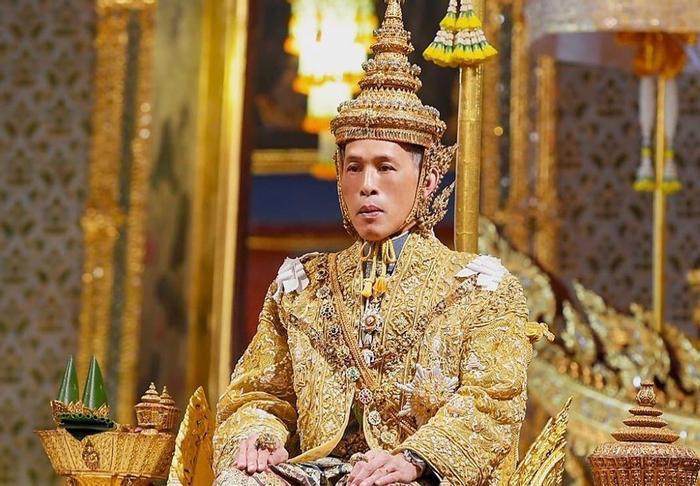 10 Raja TERKAYA di Dunia. KEKAYAANNYA BIKING GELENG-GELENG KEPALA.