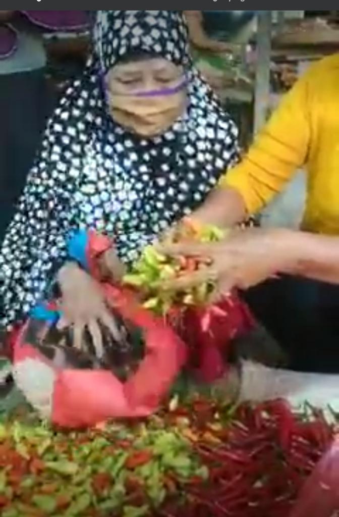 Bikin Heboh, Video Seorang Nenek Diduga Kepergok Nyolong Cabe, Beneran?