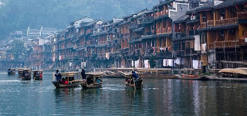Mengenal Kota Kuno Fenghuang: Tanah Tempat Berkumpulnya Burung Phoenix