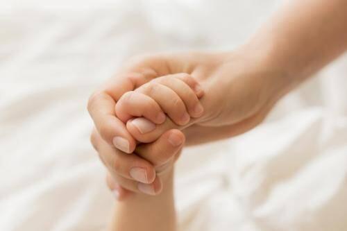 Apa Itu Kriptorkismus, Kelainan Genital Anak Keempat Oky Setiana Dewi?