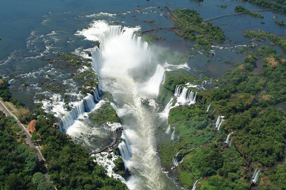 10 Air Terjun Terbesar di Dunia, Salah Satunya Jadi Inspirasi Film!