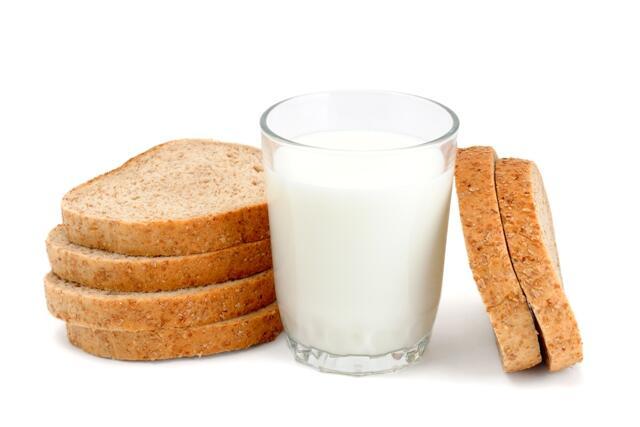 Manfaat Rajin Minum Susu, Ternyata Bisa Bikin Awet Muda & Menyehatkan Tubuh!