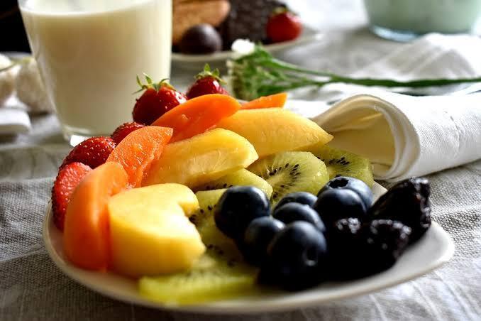 Ternyata Ada Loh Cara dan Waktu Yang Tepat Makan Buah