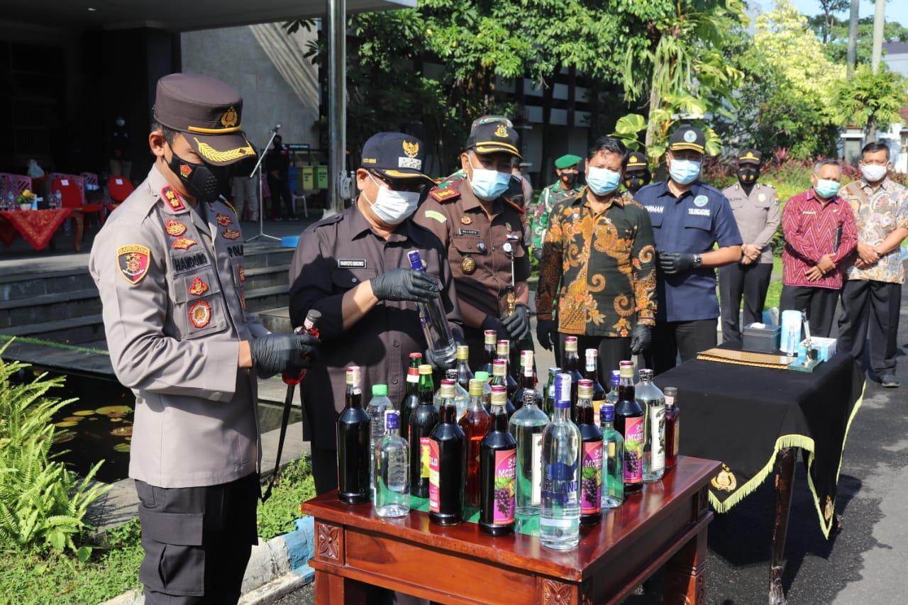Polres Tulungagung Musnahkan 2.570 Botol Miras