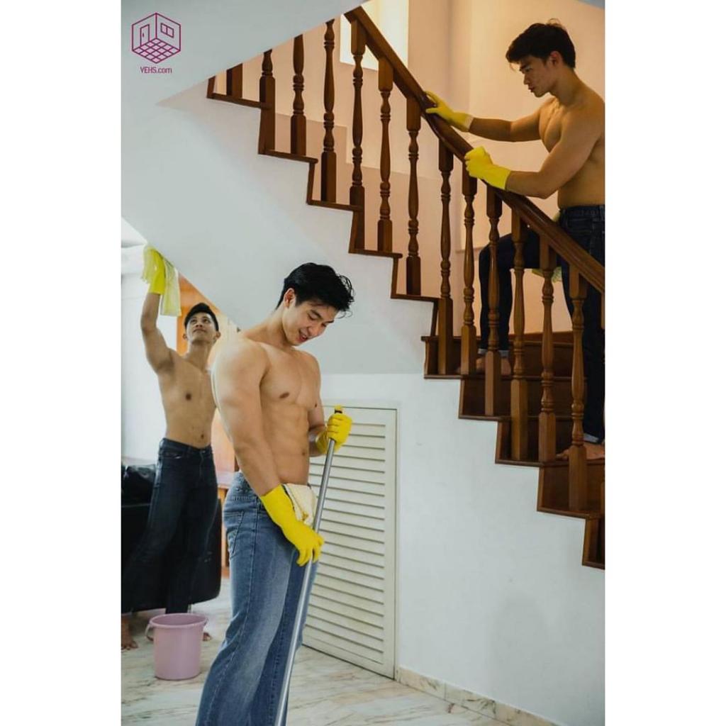 Pelayanan Kebersihan Oleh Pria Berotot, Hati-hati Jantung Kamu Copot Cuk!