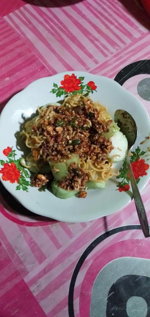Mientong Sensasi Makan Mie dan Lontong Waktu Kecil yang Rasanya Ngangenin