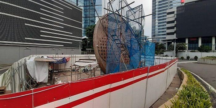 Warga Ramai-Ramai Kritik Pembangunan Tugu Sepeda di Jalan Sudirman Jakarta