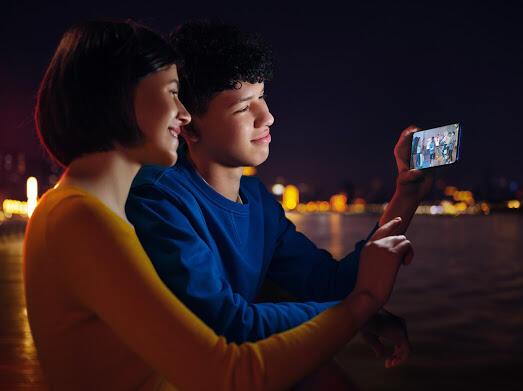 Mata Cepet Lelah Pas Kelamaan Main Smartphone? Ikutin Cara Ini Gan!