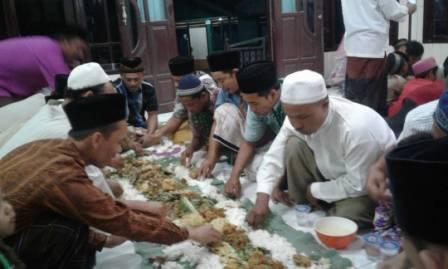 Menyambut dan Meriahkan Bulan Suci Ramadhan, Warga Desa Ane Lakukan Budaya Megengan!
