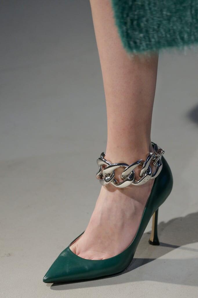 7 Model Sepatu & Sandal yang Trend di Tahun 2021, SIAP-SIAP NGIKUTIN TREND!!!