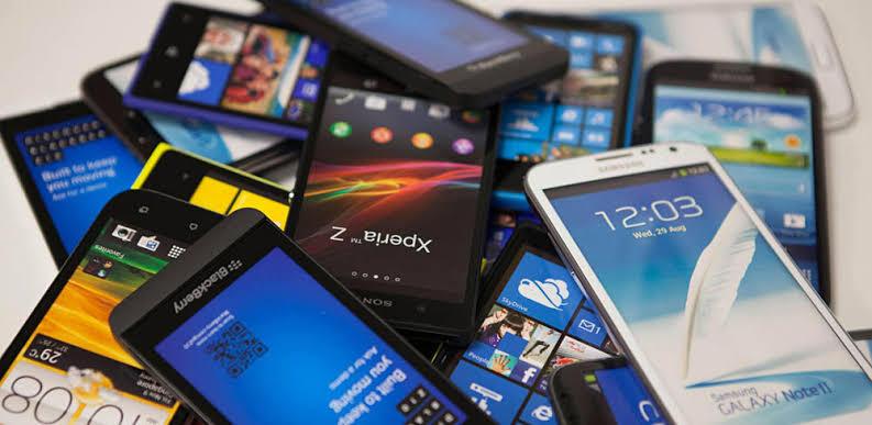 Perang Dingin Ponsel Entry Level, Bikin Netizen Merinding
