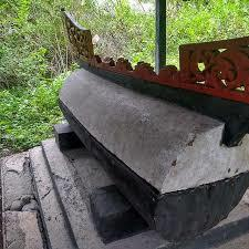 Kuburan Berbentuk Perahu Pembawa Malapetaka di Sulawesi Tengah
