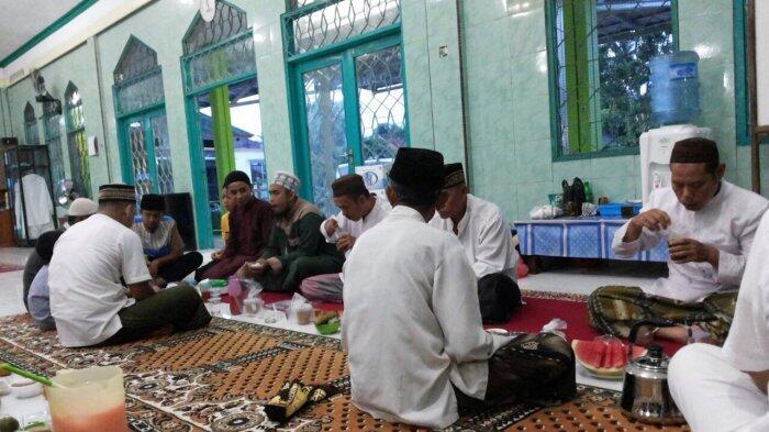 Biasanya Agan Kasih Takjil Apa untuk Masjid di Rumah?