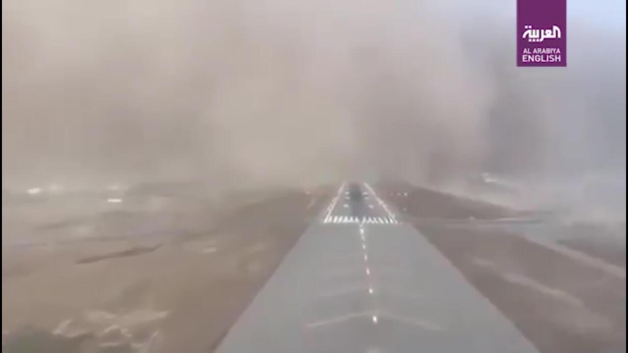 Skill Kemudi Di Udara Tiada Dua: Mendarat Darurat Di Tengah Jalan Raya