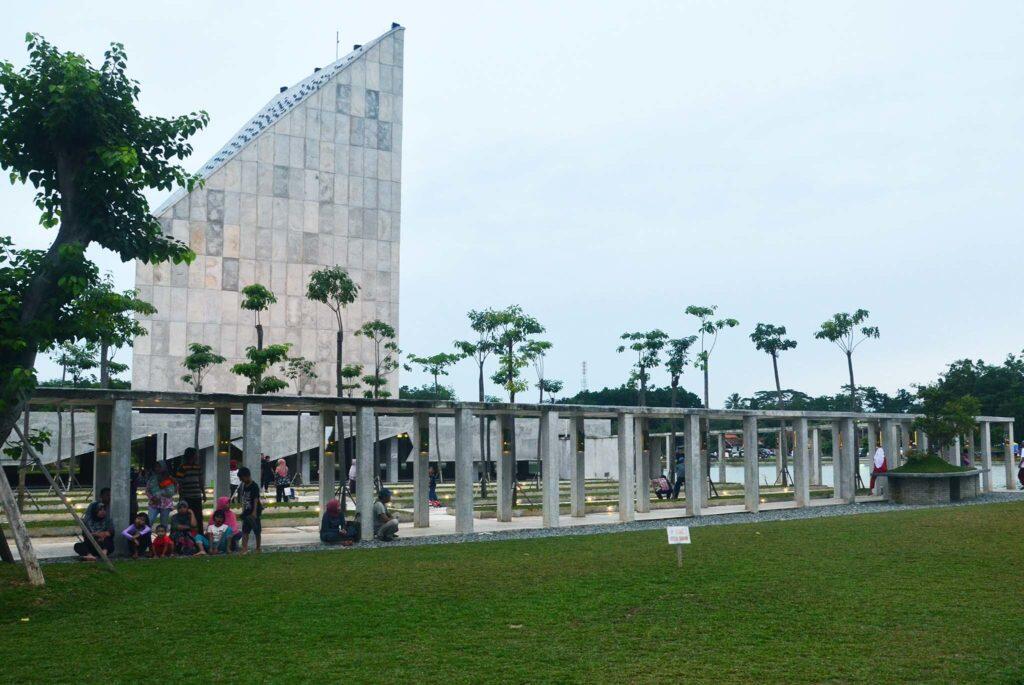 Masjid 99 Cahaya Asmaul Husna, Tempat Asik Ngabuburit di Tulang Bawang Barat Lampung!
