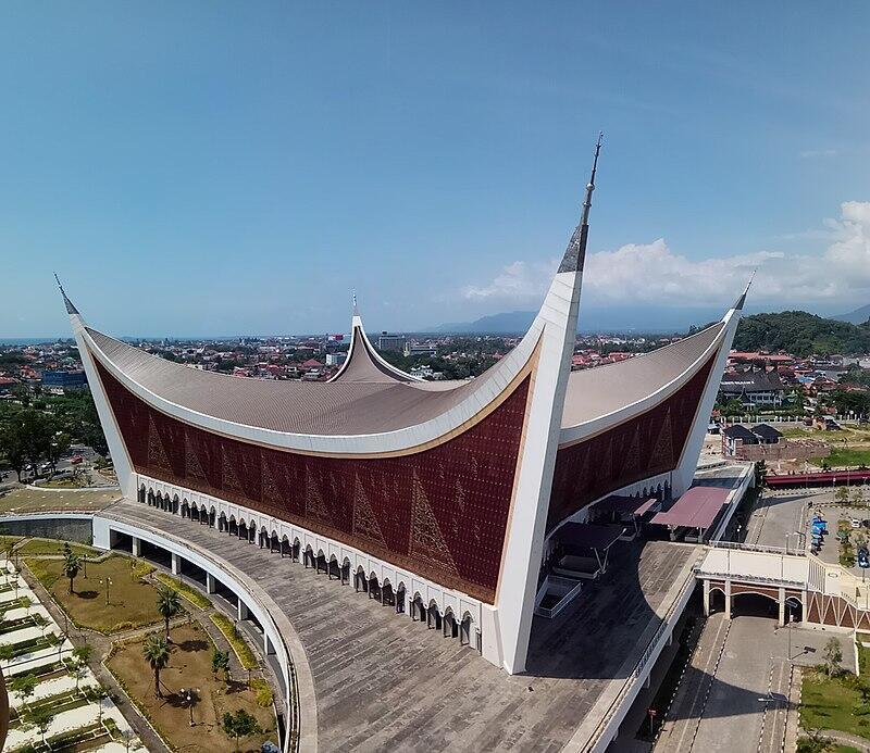 Ngabuburit Penuh Hikmah Dan Manfaat di Masjid Raya Sumatera Barat