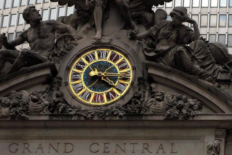 Mengapa IIII, Bukannya IV, Digunakan Sebagai Simbol Angka 4 pada Jam?