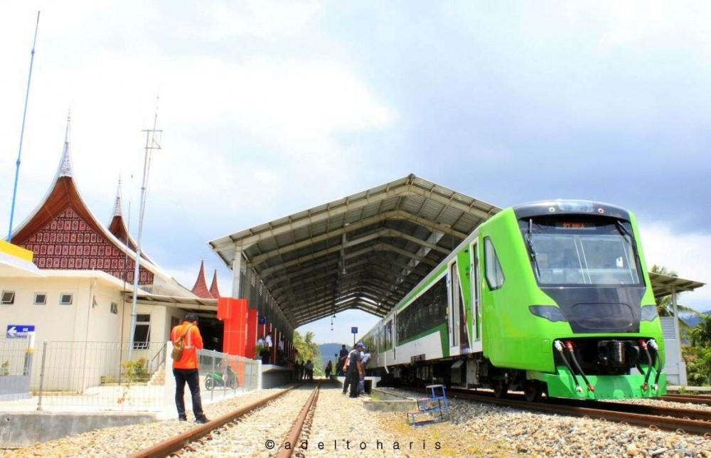 Senangnya Ngabuburit Naik Kereta Api Minangkabau Express Yang Aman